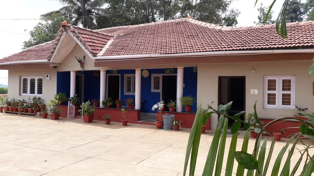 Cauvery Home Stay – Deluxe Room